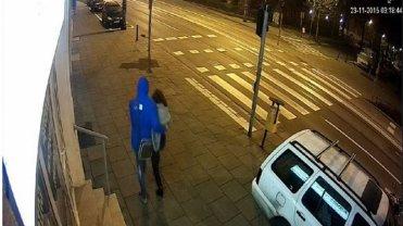 Jedno z ostatnich ujęć z Ewą Tylman. Zdjęcie z monitoringu firmy przy ul. Mostowej w Poznaniu