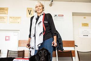 """Zwolnili niepełnosprawną, bo przyszła do pracy z psem asystującym. """"Czułam się upokorzona"""""""