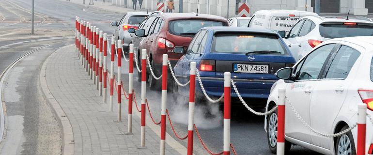 Co oznacza szary dym z rury wydechowej? Kłopoty, ale nie w każdym przypadku