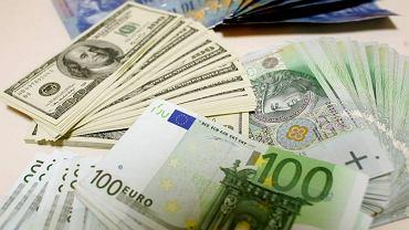 Kursy walut 28.01 o godz. 7. Frank wciąż mocno górę. Jest najdroższy od 4 miesięcy [kurs euro, dolara, funta, franka]