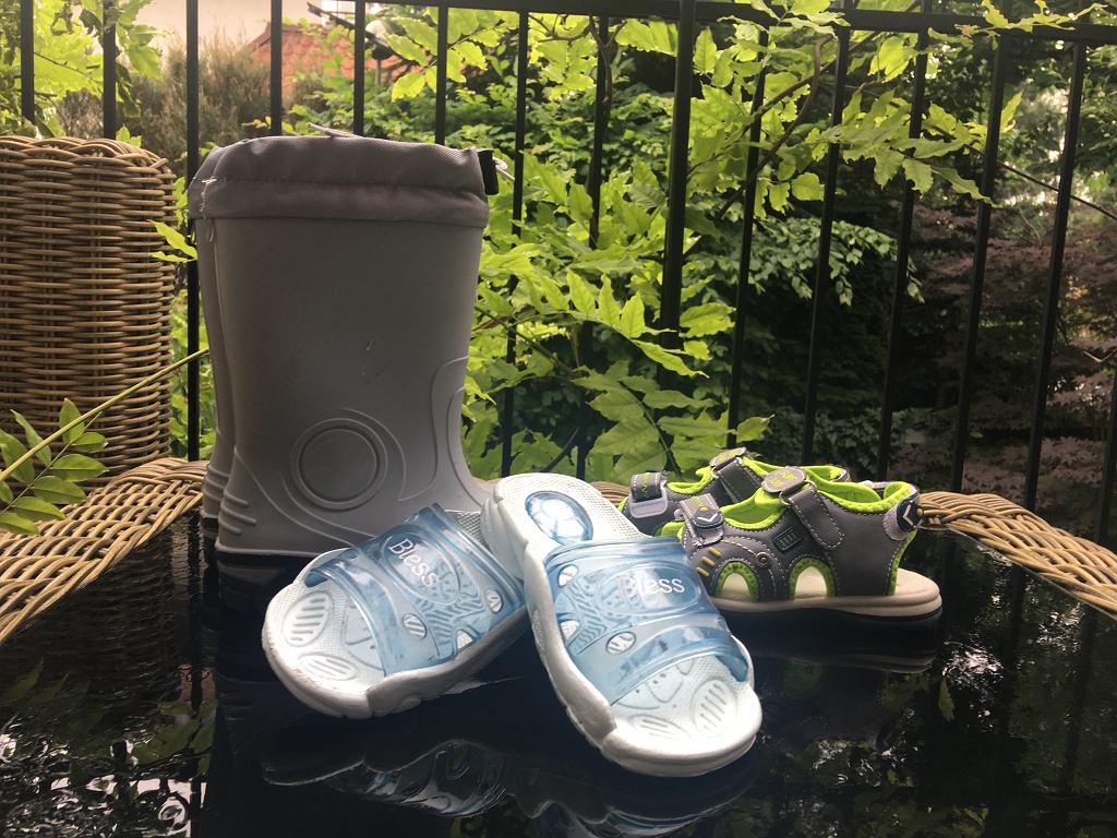 Plastikowe Buty Dla Dziecka Praktyczne Ale Czy Zdrowe Dermatolog Wachaj Buty W Sklepie Smierdza Chemia Nie Kupuj