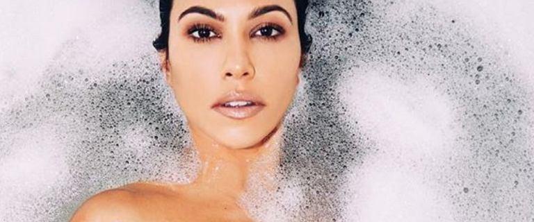 Kourtney Kardashian zapozowała nago i zaliczyła wpadkę. Fani pytają o jej nogę i...sutka
