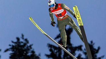 Kamil Stoch dosadnie komentuje swoje skoki w Titisee-Neustadt.