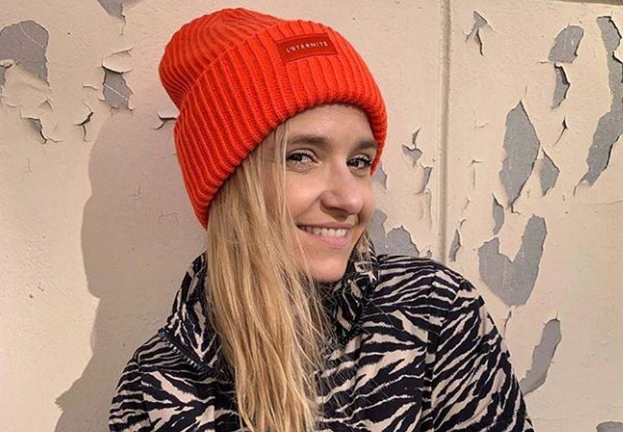 Joanna Koroniewska w bluzie z H&M, inspirowanej serialem 'Przyjaciele'. Kosztuje mniej niż 100 zł!