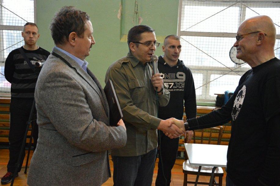 Tablica pamiątkowa od Gwardii dla trenera Tadeusza Dudy