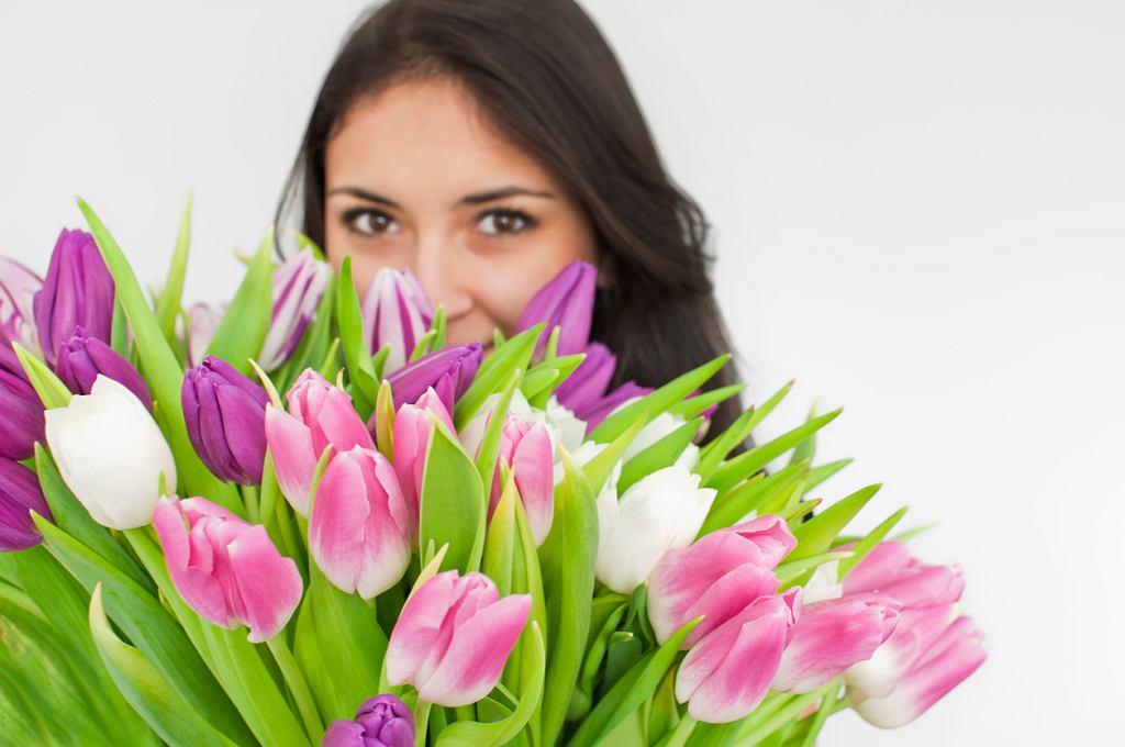 Dzień Kobiet 2018 obchodzimy, jak co roku, 8 marca. W tym roku to święto wypada w czwartek. Czego życzyć z okazji Dnia Kobiet? Oto nasze życzenia na Dzień Kobiet 2018.