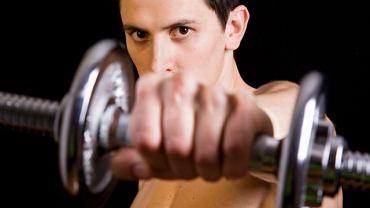 Trening siłowy szkodzi powoduje kontuzje, gwałtowny rozrost mięśni i wymaga użycia specjalistycznych narzędzi - jak to jest naprawdę?