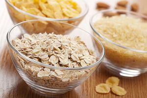 Płatki śniadaniowe: owsiane, orkiszowe, jaglane, jęczmienne, amarantus, quinoa. Co wybrać?