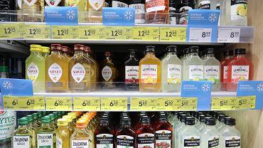 W styczniu klienci sklepów małoformatowych do 300 m2 kupili o 16 proc. mniej butelek wódki czystej w opakowaniach o pojemności do 200 ml