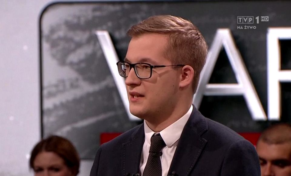 Szymon Dziubicki z Konfederacji Inicjatyw Pozarządowych Rzeczypospolitej w programie 'Warto rozmawiać' w TVP