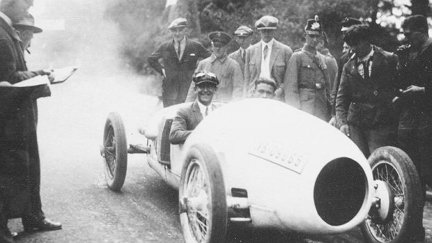 Adolf Rosenberger w Mercedesie Tropfenwagen