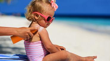 Poparzenie słoneczne jest skutkiem nadmiernej ekspozycji skóry na promienie słoneczne. Konsekwencją jest uszkodzenie skóry, objawiające się nasilonym rumieniem, a także uczuciem pieczenia i bólu.