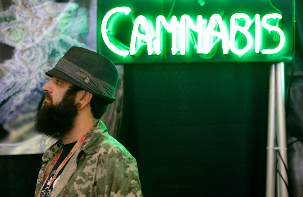 Neon w sklepie z marihuaną