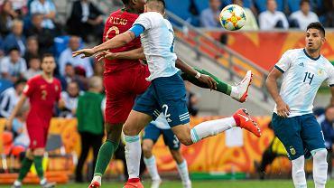Ponad 11 tysięcy widzów na trybunach stadionu w Bielsku-Białej było świadkami ciekawego widowiska. Argentyna okazała się lepsza od Portugalii (2:0). Argentyna prowadzi w grupie z kompletem punktów. Portugalczycy mają na koncie trzy punkty.