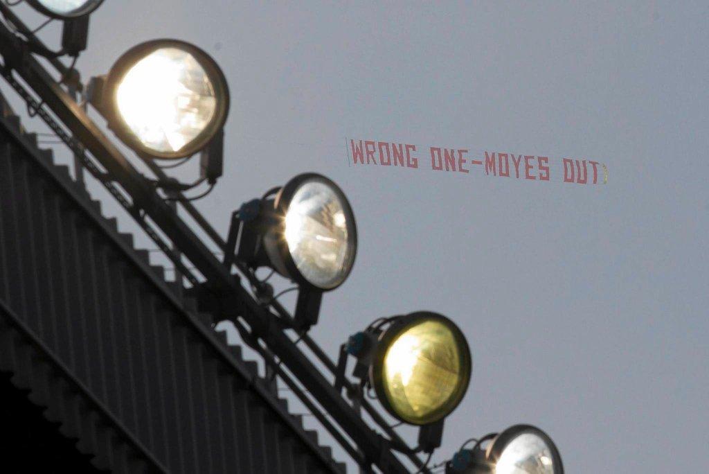 Hasło krytykujące trenera Davida Moyesa nad Old Trafford