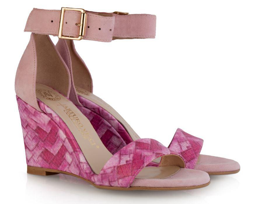 Piękne sandały Arturo Vicci ze złotą klamerką