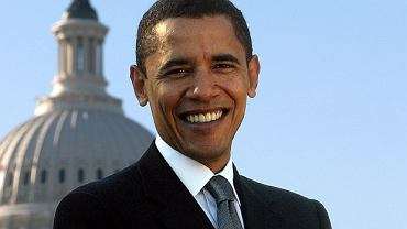 Ojciec, Barack Obama senior, wywodził się z afrykańskiego plemienia Luo, urodził się w kenijskiej prowincji Nyanza, zaś matka, Ann Dunham, mająca korzenie angielskie, irlandzkie i indiańskie, w Wichicie w stanie Kansas
