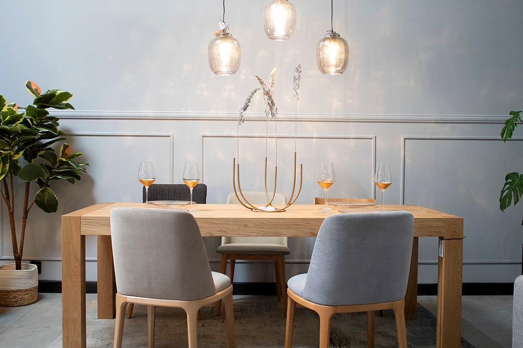 Subtelne i stylowe oświetlenie - idealne do jadalni lub salonu