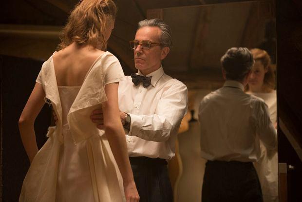 Vicky Krieps i Daniel Day-Lewis w filmie 'Nić widmo'