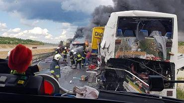 Wypadek na A1. Rannych kilkanaście osób rannych