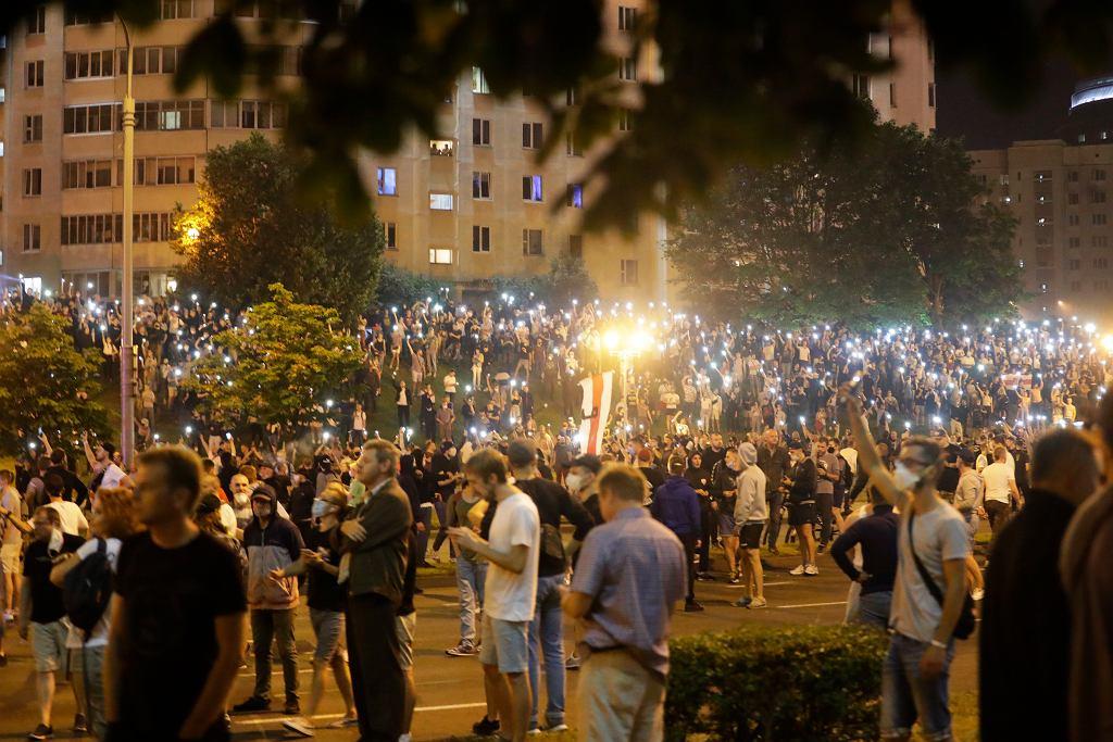 Protesty i starcia z służbami reżimu, po ogłoszeniu sondażowych wyników wyborów prezydenckich na Białorusi. Mińsk, 9 sierpnia 2020