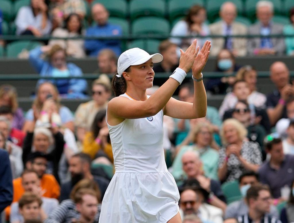 Iga Świątek po wygranym meczu z Su-Wei Hsieh w pierwszej rundzie Wimbledonu