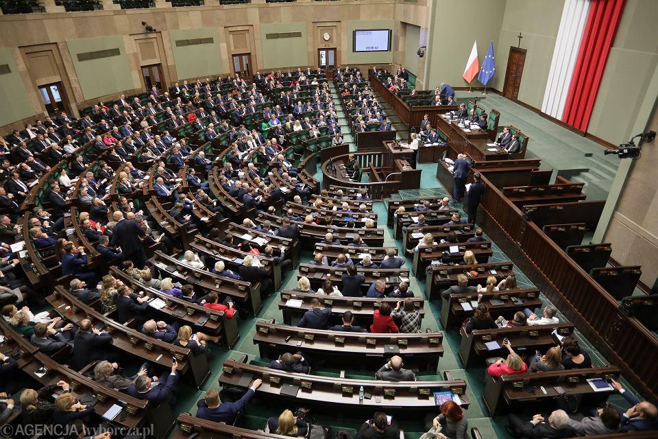 Podwyżki w Sejmie. Poprawka o przywrócenie poprzednich uposażeń.