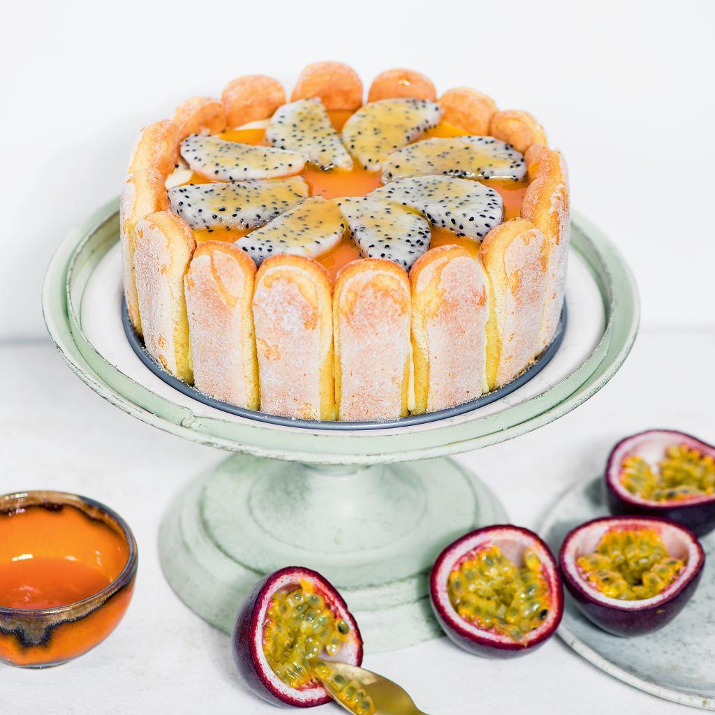 Tort serowy z musem z marakui - charlotta