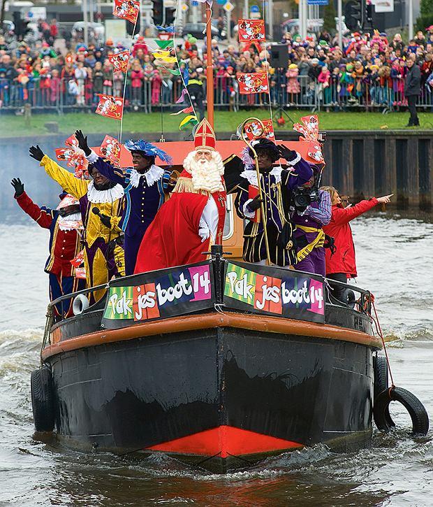 Mikołaj iZwarte Piety przybijają do brzegów Holandii.