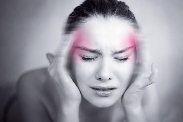 Z powodu nawracających, migrenowych bólów głowy cierpią głównie kobiety między 15 a 45 rokiem życia