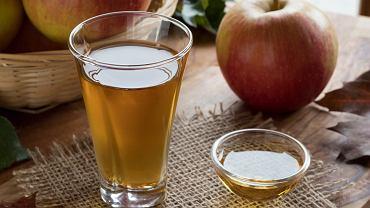 Ocet jabłkowy może pomóc w przypadku wielu problemów skórnych.