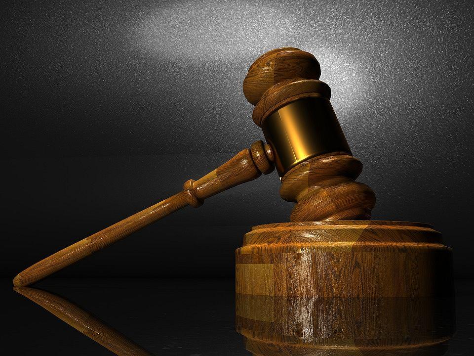 Funkcjonariusze, którym obniżono świadczenie z niecierpliwością czekali na pierwszy wyrok w sprawie ustawy deubekizacyjnej.