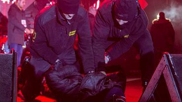 Morderca prezydenta Adamowicza Stefan W obezwładniony na scenie finału WOŚP. Gdańsk, 13 stycznia 2018