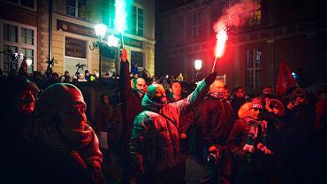 14.01.2019 Gdańsk, Długi Targ. Spotkanie pod pomnikiem Neptuna w geście solidarności z rodziną i bliskimi prezydenta Pawła Adamowicza