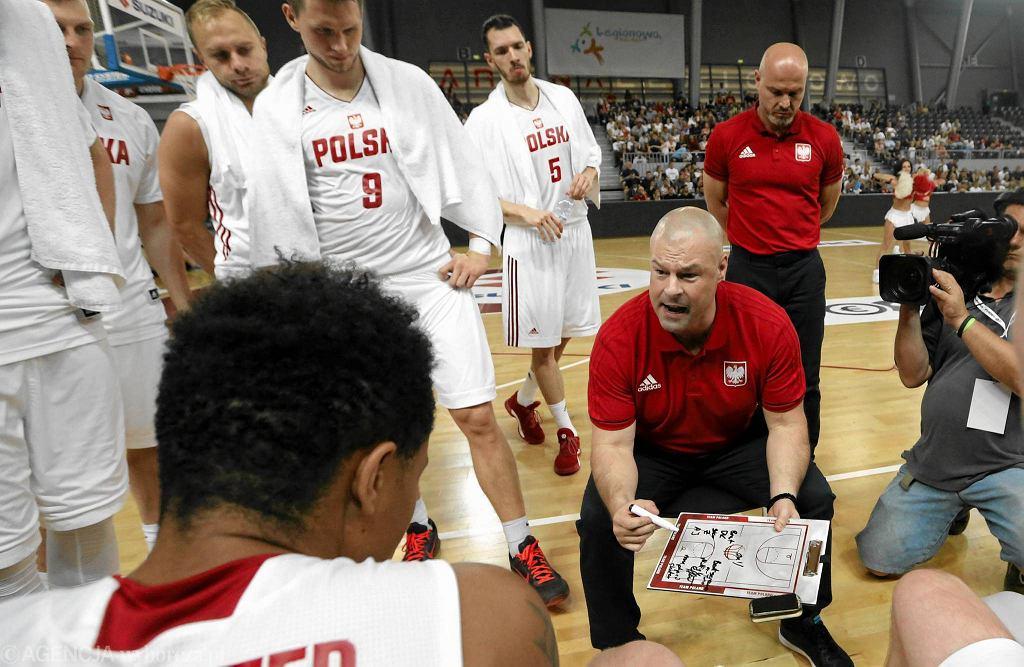 Trener Mike Taylor i polscy koszykarze