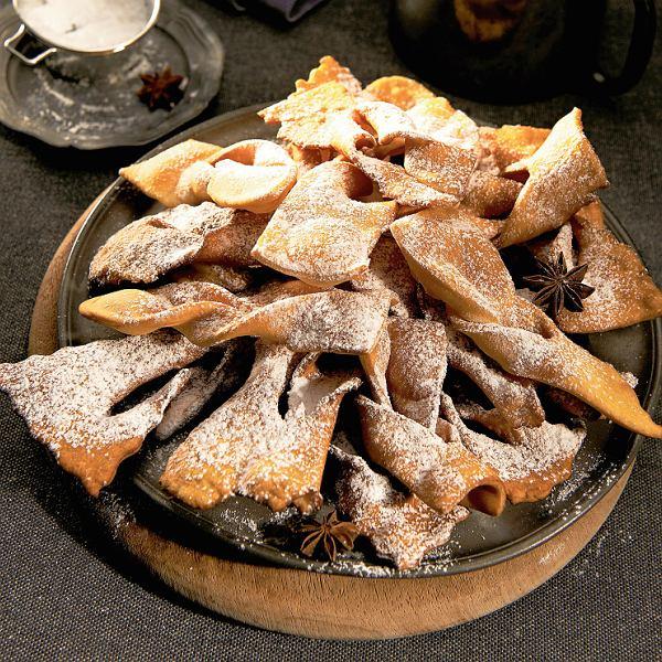 Tradycyjny chrust, czyli faworki - najlepsze na karnawał, ostatki i tłusty czwartek