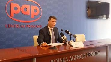 Bartłomiej Misiewicz na konferencji w centrum PAP
