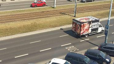 Samochód w okolicach siedziby PiS przy Nowogrodzkiej