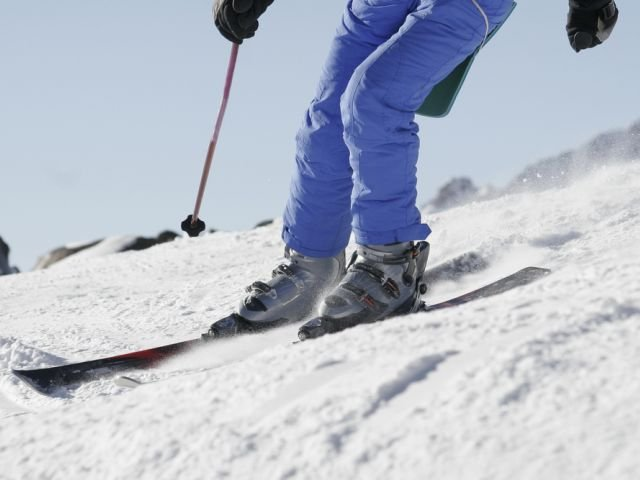 Urazy kolan to najczęstsze kontuzje, jakie dotykają narciarzy.