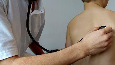 Zwolnienie lekarskie na chore dziecko - komu i kiedy przysługuje? Ile wynosi zasiłek opiekuńczy?