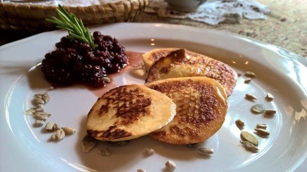 Oscypek z tatrzańską brusznicą w restauracji Ziębówka
