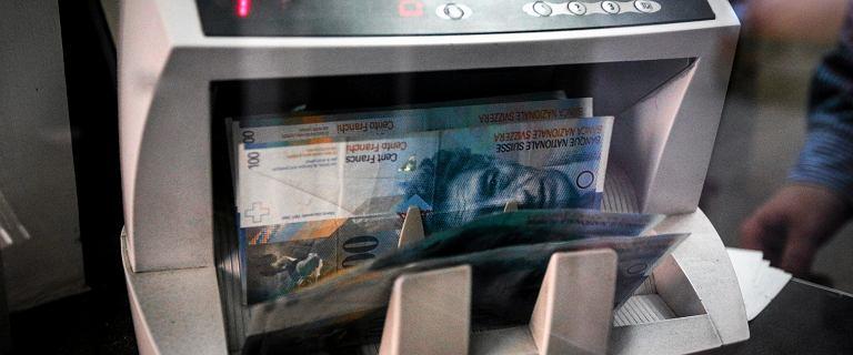 Banki zawiązują rezerwy na kredyty frankowe. Już kilkanaście tysięcy spraw w sądach