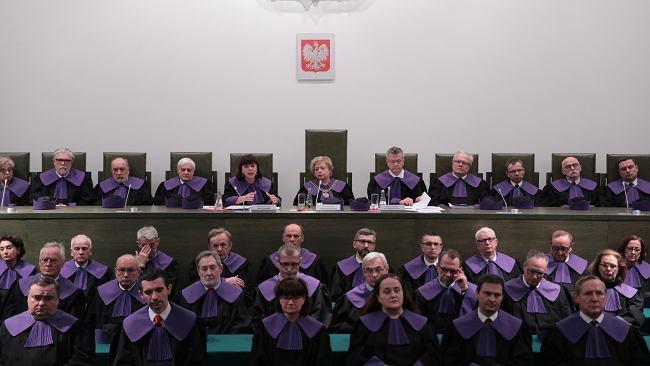 """""""Niesamowity moment"""", """"praworządność"""". Reakcje na uchwałę SN ws. sędziów wybranych przez nową KRS"""