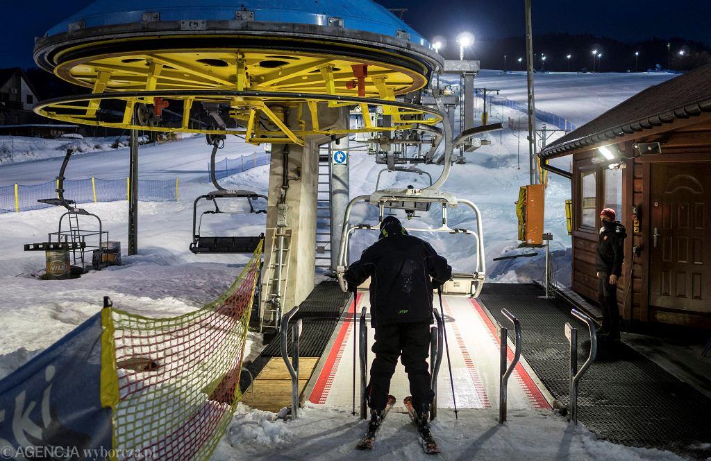 Ośrodek Klepki w Wiśle jest pierwszym w Beskidach, który zdecydował się przyjąć w piątek narciarzy