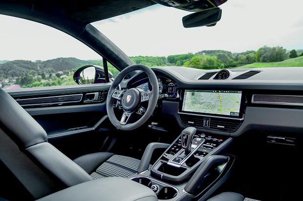 Centrum dowodzenia przejęto ze 'zwykłego' SUV-a. Panoramiczny ekran główny ma przekątną 12,3 cala!