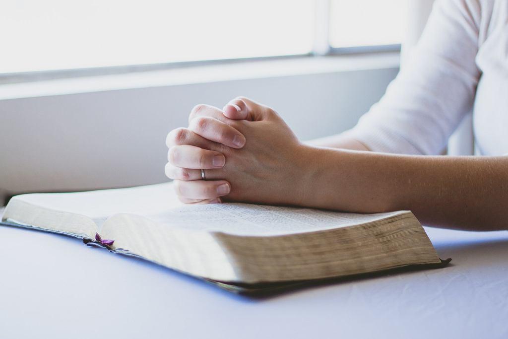 Modlitwa za dzieci to forma zawierzenia dziecka Bogu. zdjęcie ilustracyjne