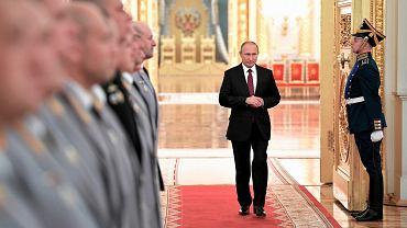 Władimir Putin w drodze na spotkanie z wyższymi oficerami armii, 26 października