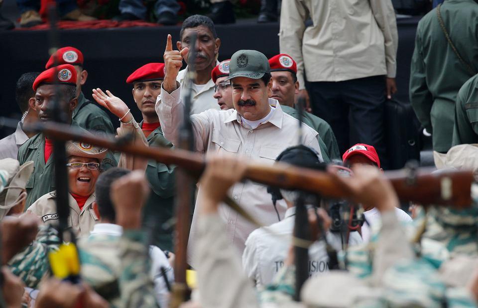 Rząd w Caracas już dawno przestał publikować statystyki dotyczące przestępczości w Wenezueli. Na zdjęciu prezydent Nicolas Maduro podczas święta milicji boliwariańskiej.