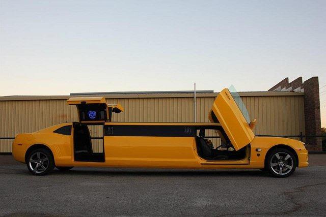 Chevrolet Camaro przerobiony na limuzynę w stylu Transformers