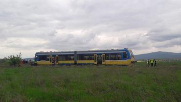 Śmiertelny wypadek na przejeździe kolejowym w Szybowicach. Nie żyje 25-letni kierowca